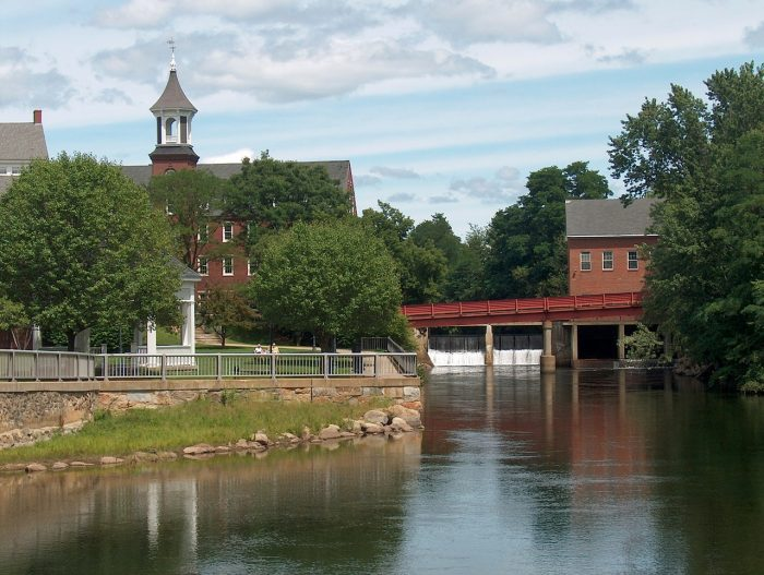 A river with enjoyable suburban environment is common sight when you are looking for affordable neighborhoods to live in Hampton.