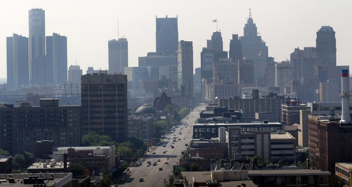 What are the tips for moving in Detroit on a budget?