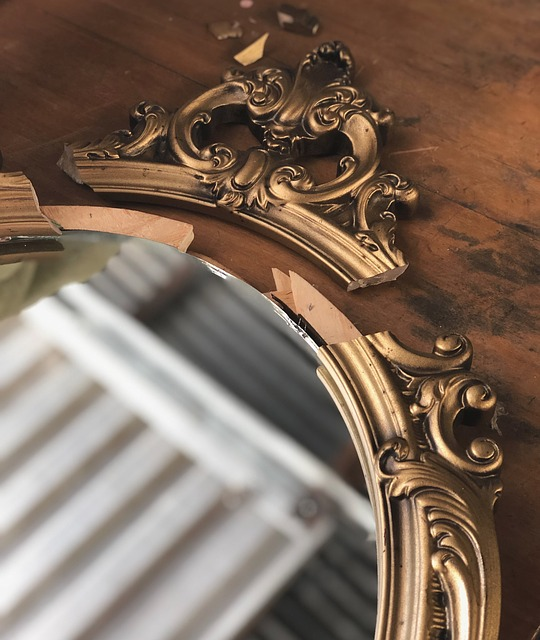 protecting mirrors during relocation